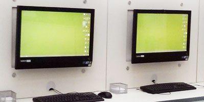 תמונה של מסכי מחשב